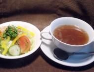 ランチにはサラダとスープが付きます